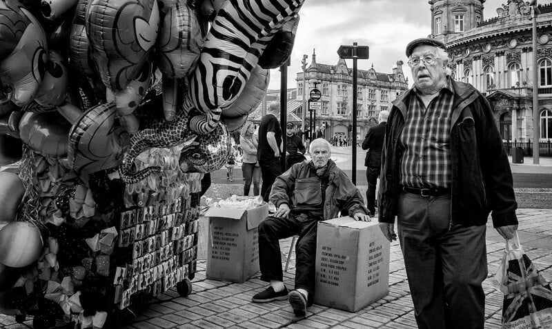 Balloon seller - Kingston upon Hull photographs